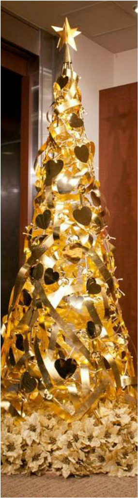Gold Christmas Decor Ideas (3)