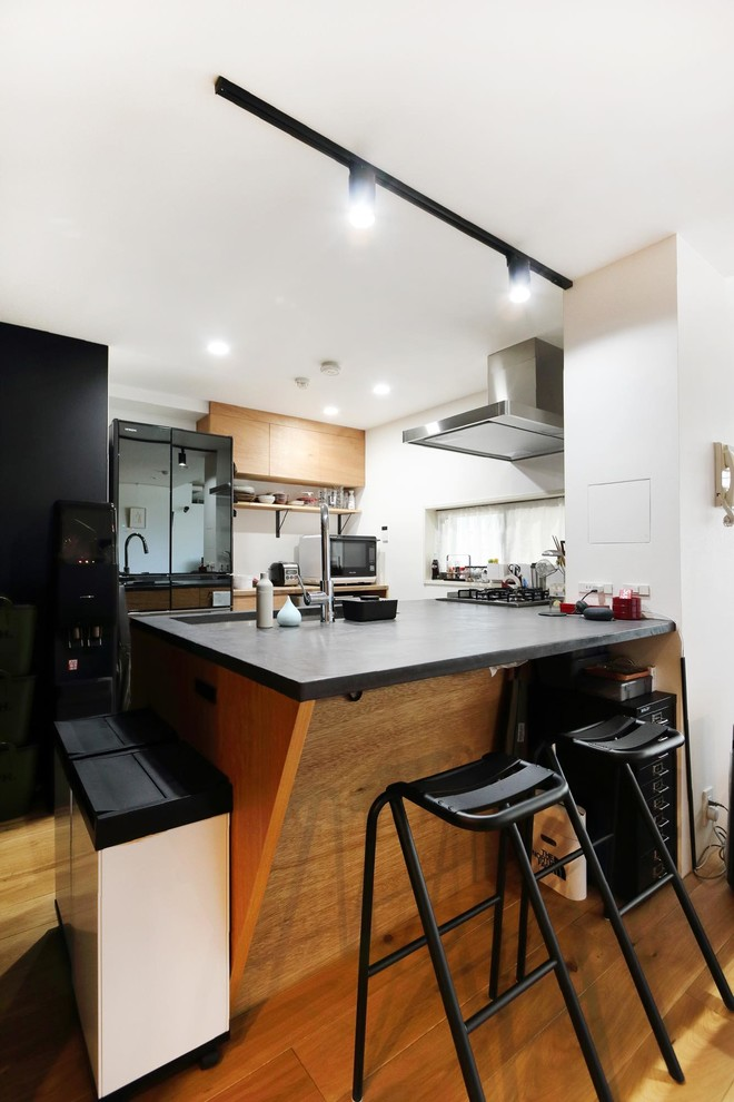Black-industrial-kitchen