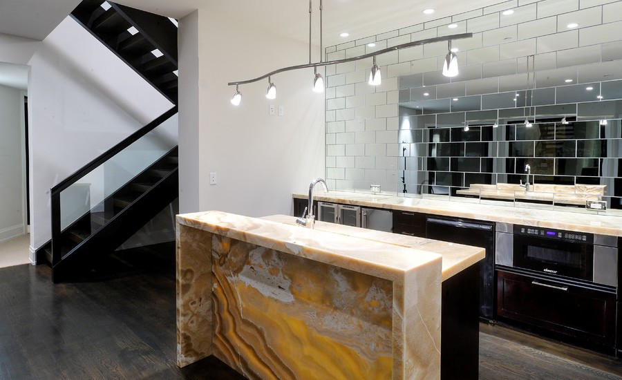 Attrayant Contemporary Kitchen With Onyx Countertops