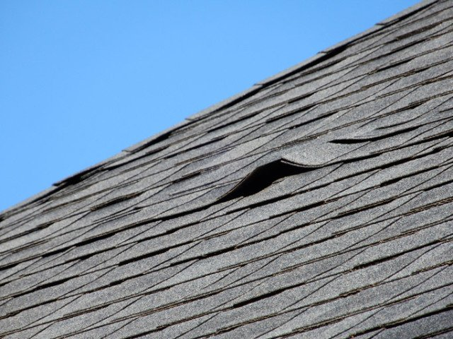 What are the signs which indicate roof replacement service