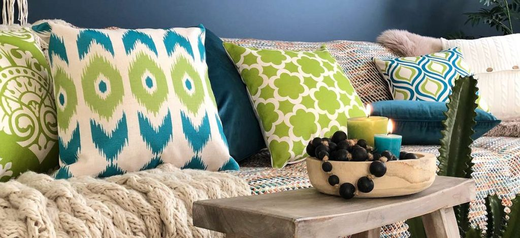 Pare Decorative Pillows to Give a Contemporary Look