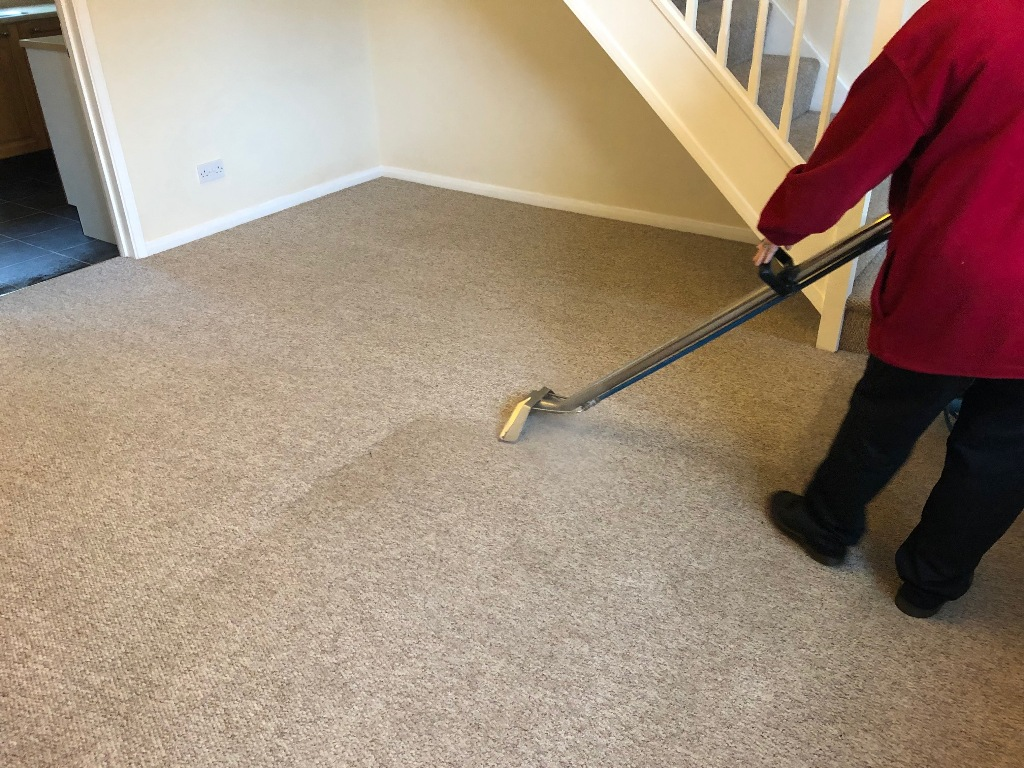 The weight of the carpet cleaner