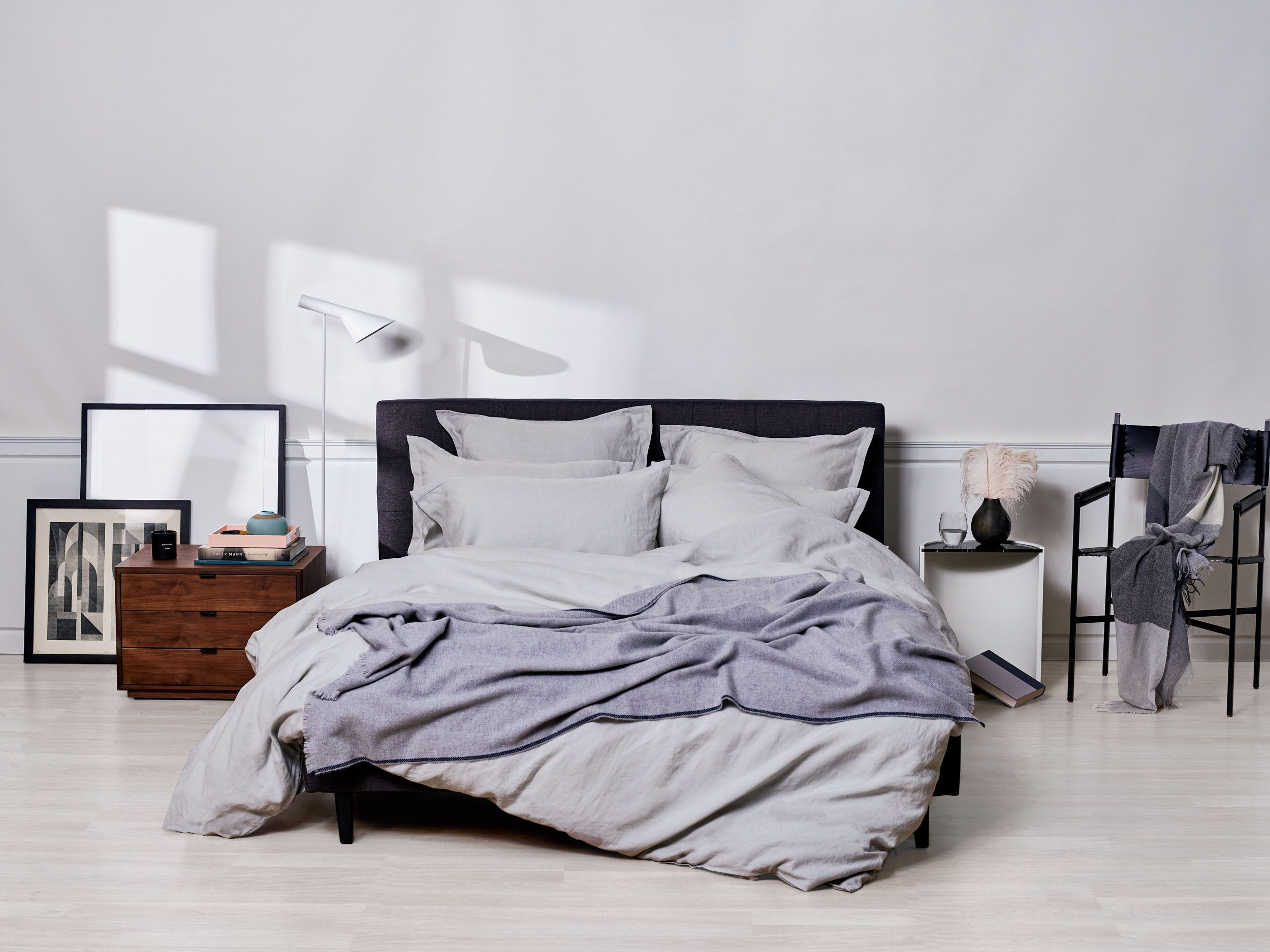 Enjoy the soft texture of linen bed sheets