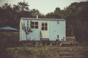 How To Resolve Dilemmas Of The 21st Century: Analysis Of Tiny And Smart Homes