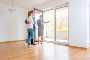 What to Look for During an Apartment Walkthrough
