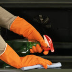 How To Clean Your Oven If You Only Have 5 Minutes To Spare