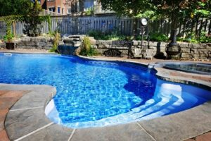 5 Reasons to Invest in a Custom Pool