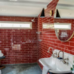 Tips for Decorating Small Bathrooms