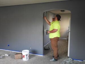 6 Reasons to Hire a Commercial Painter for Your Building's Interio