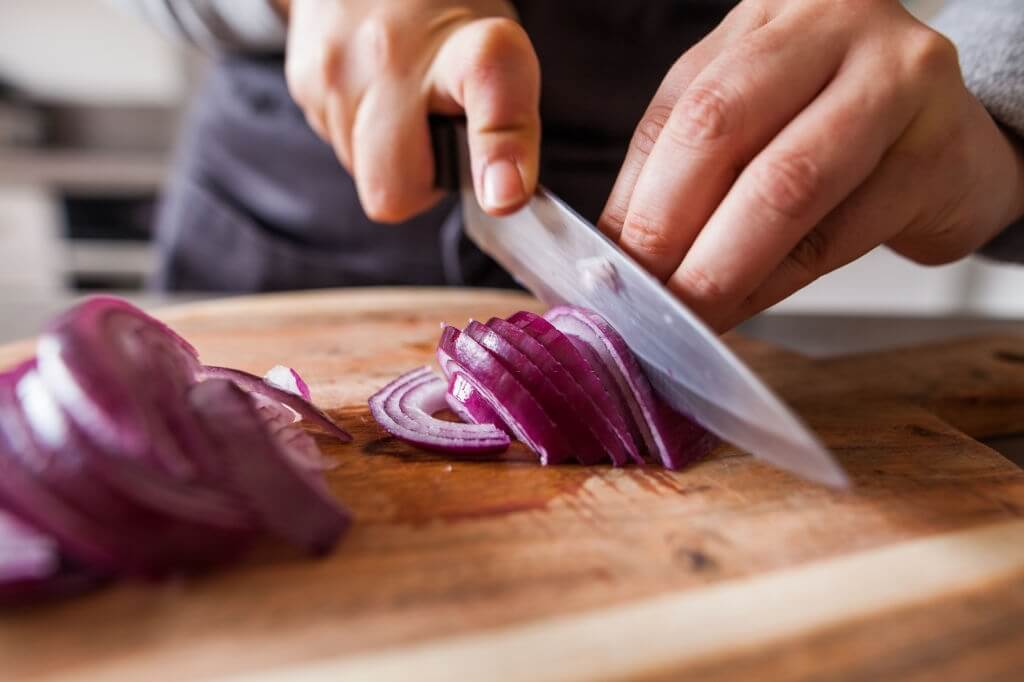 Use comfortable and sharp knives.